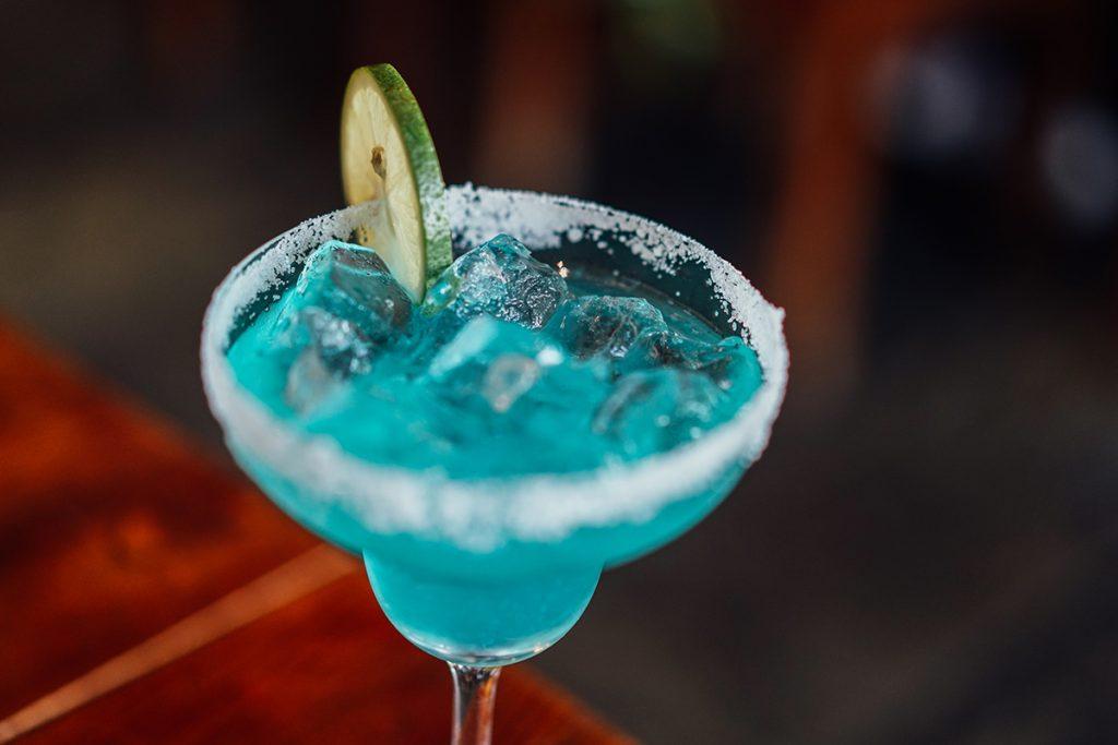 Cocktails au choix au 16 art cannes